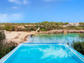 Beachside villa with infinity pool overlooking the sea in Porto Colom