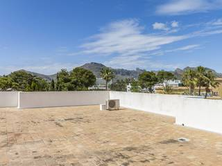 Lovely Penthouse apartment with huge roof terrace and shared pool in Puerto Pollensa
