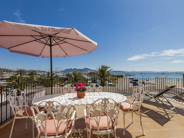 Front line apartment with big terrace and great sea views in the Port of Pollensa