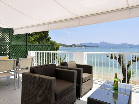 PTP11353 Spectacular, modern frontline apartment on the Pine Walk in Puerto Pollensa