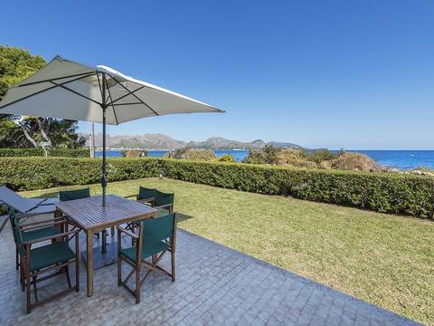 PTP11537 Stunning seafront apartment with garden in a small, gated community in Puerto Pollensa