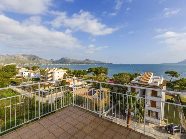 Fantastic 3 bedroom apartment, only seconds away from the sea in Puerto Pollensa