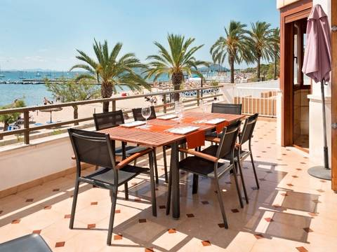 PTP11677 Frontline apartment with wonderful sea views and tourist license in Puerto Pollensa