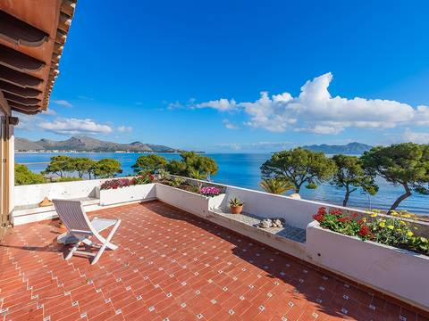 PTP11744 Four bedroom frontline duplex apartment just 300m from the sea in Puerto Pollensa