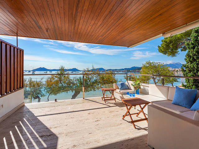 Sea view duplex apartment on the seafront Pine Walk in Puerto Pollensa