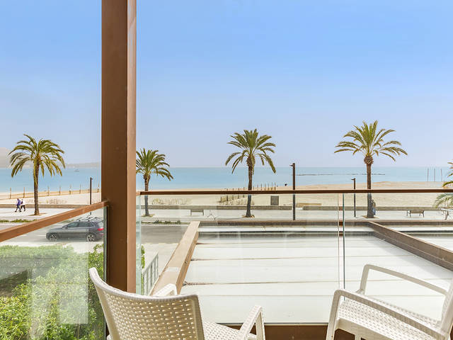 Frontline apartment moments away from the square in Puerto Pollensa