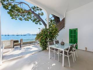 Seafront ground floor with gorgeous views of the sunset in Puerto Pollensa