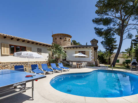 PTP40074 Stunning Villa for sale with lots of character and large pool in Puerto Pollensa