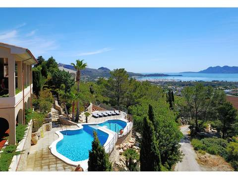 PTP40119_NEW Villa in elevated location with panoramic views over the bay and the whole Puerto Pollensa area