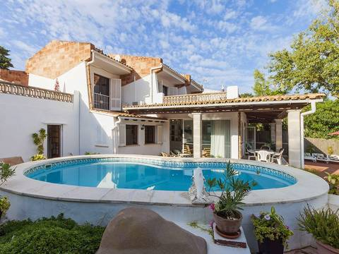 PTP4013 Detached villa with pool and annex within walking distance to all amenities in Puerto Pollensa