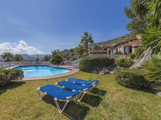 Charming villa with awesome views over the bay of Pollensa, between the port and the town
