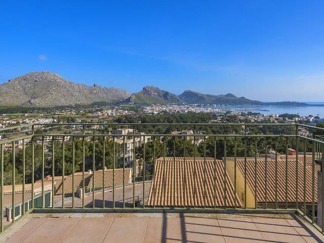 Attractive 3-bedroom house with panoramic bay and mountain views in Puerto Pollensa