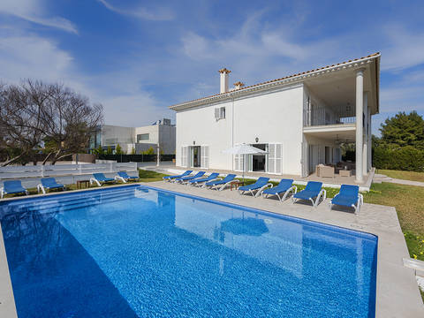 PTP40438 Fantastic six bedroom villa with holiday rental license minutes from the beach in Puerto Pollensa
