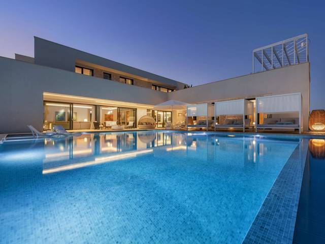 Modern Villa for sale in Puerto Pollensa, Mallorca : Contemporary villa near the beach of Llenaire with separate guest house in Puerto Pollensa