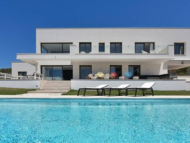 Contemporary villa with gorgeous interiors and stunning sea views in Puntiro
