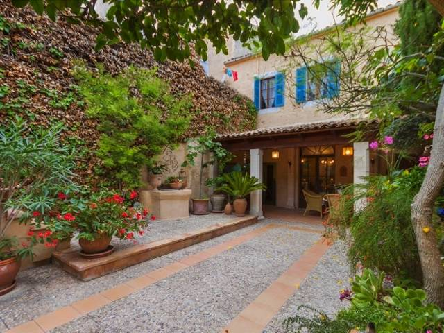 Magnificent town house for sale with stunning courtyard in Santa Margalida