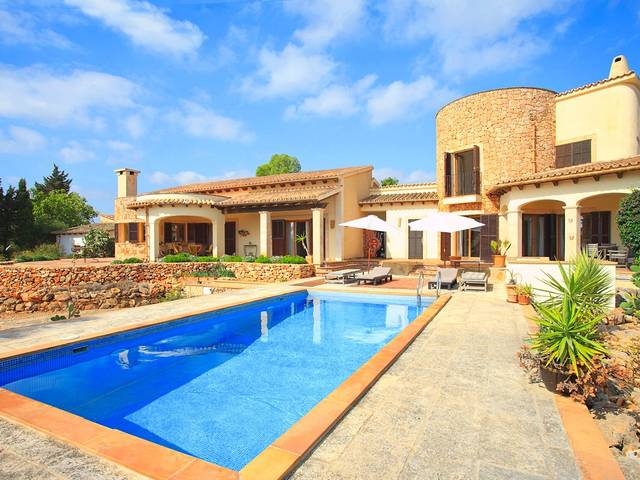 Charming Country House with beautiful views for sale in Santa Margalida, Mallorca