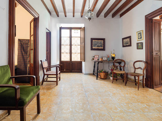 Spacious townhouse with terrace and garage in the centre of Sa Pobla