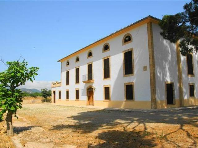 Traditional Finca for sale and a good business opportunity close to Palma, Son Sardina