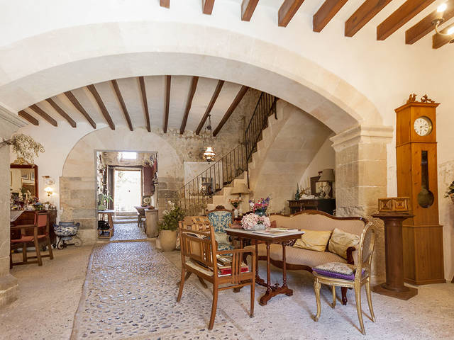 Magnificent and historical house with lots of potential for sale in Selva