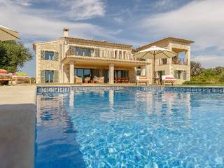 Impressive villa with pool and beautiful garden in Ses Salines