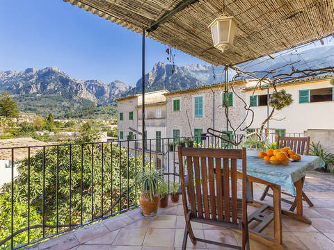 SOL20358 Great village house with large warehouse in the centre of Sóller