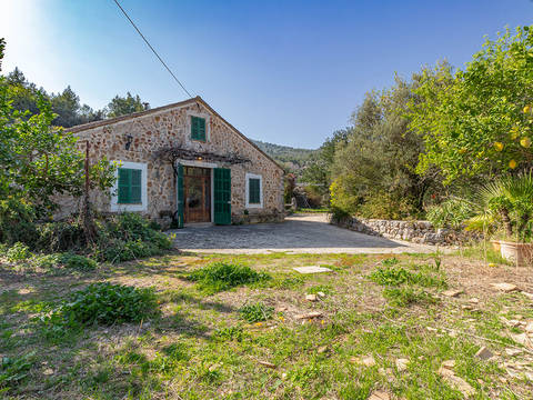 SOL52629 Charming country property in need of reform on a large plot with mountain views in Sóller