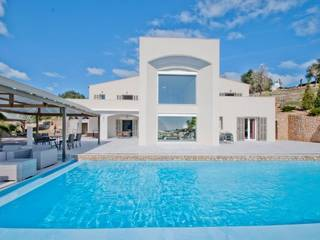 Flamboyant villa for sale in Son Servera offering unique luxury and views over to the coastline
