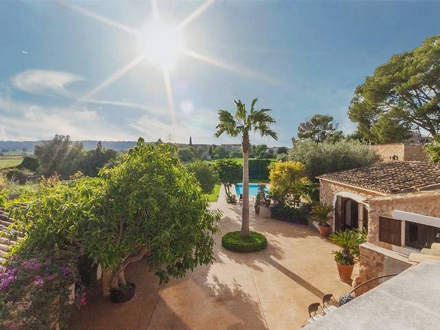 Stunning town house with pool and huge garden, country property feeling in Santa Maria