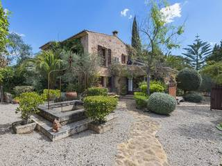 Special property with oriental features in a sought after area of Santa Maria