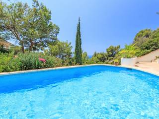 Beautiful villa with sea views in a small complex with communal pool
