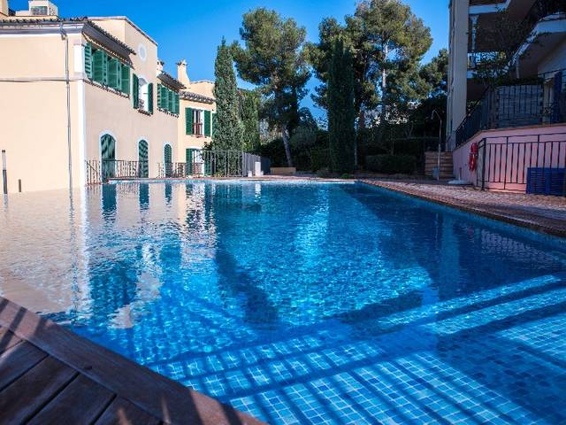 Large apartment for sale in a popular area of Bendinat with sea views