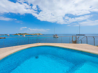 Firstline villa with magnificent views and direct sea access in Bendinat