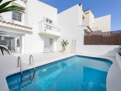 SWOBEN40458 Stunning townhouse with pool, renovated to highest standards in prestigious Old Bendinat