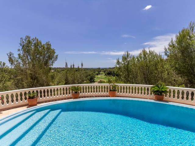 Stunning villa for sale in Bendinat with a wonderful private pool area