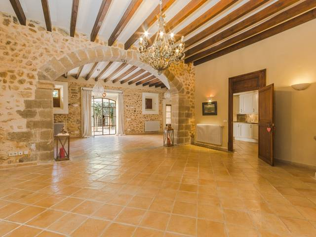 Town house with authentic character in a charming Mallorcan village
