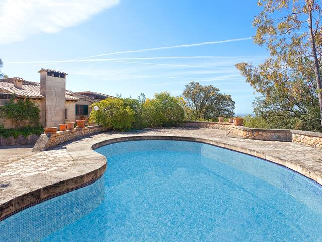 Traditional country home with swimming pool in Bunyola
