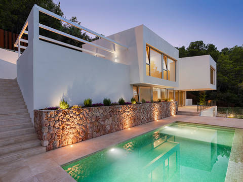 SWOBUN4931 Designer villa in an elevated position within easy reach of Palma