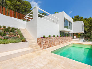 Designer villa in an elevated position within easy reach of Palma