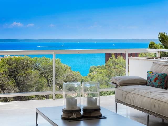 Apartment with spectacular views over the bay of Palma.