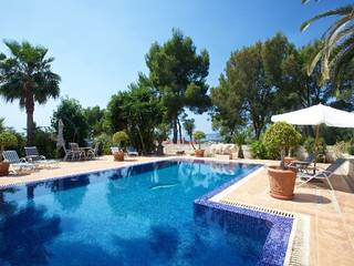 Mediterranean villa with beautiful views and privacy, located in exclusive neighbourhood next to Palma