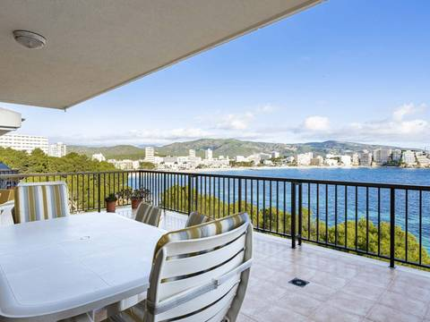 SWOCAV10237 Fantastic seafront apartment with community pool in Cala Vinyes