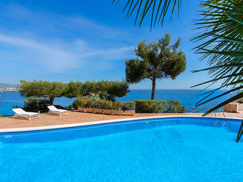 SWOCAV11628 Frontline two bedroom apartment with direct access to the sea in Cala Vinyes