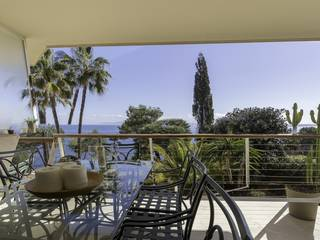 Frontline apartment with direct access to the sea in Cala Vinyas
