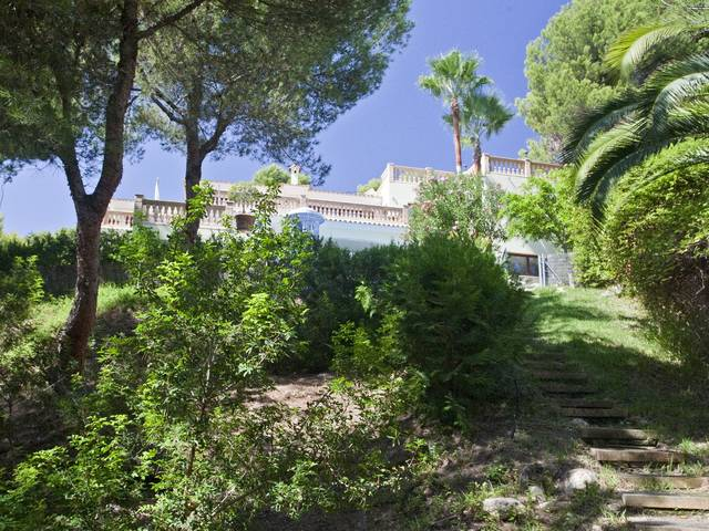 Villa for sale situated on the seafront in a residential area