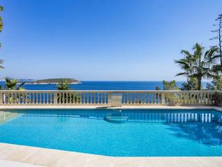 Luxury villa with private pool, roof terrace and direct sea access in Cala Vinyes