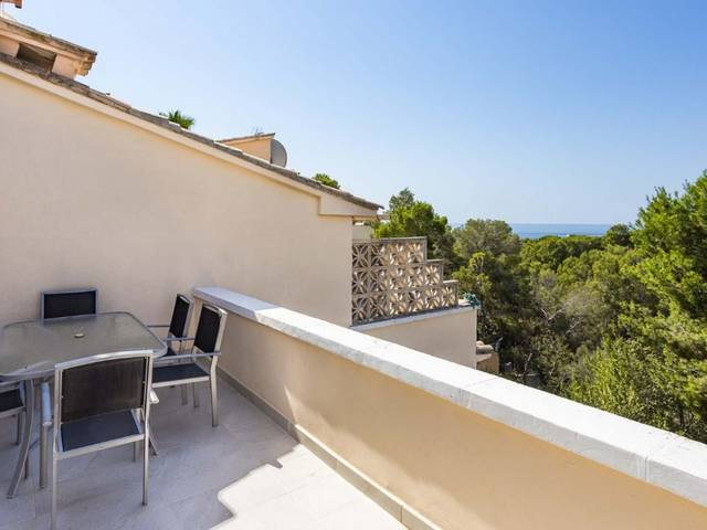 Spacious townhouse in an exclusive residential area with sea views in Costa den Blanes