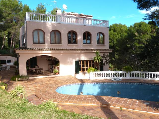 Mediterranean villa with private garden and pool  in Costa d´en Blanes