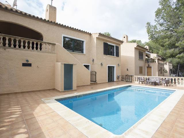 Semi-detached villa in Costa de la Calma with easy access to the highway