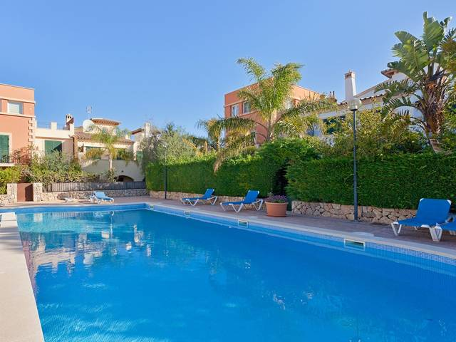 Terraced house in a very quiet community in the golf area of Camp de Mar